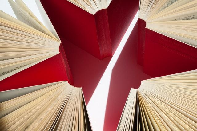 Livros vermelhos formato estrela
